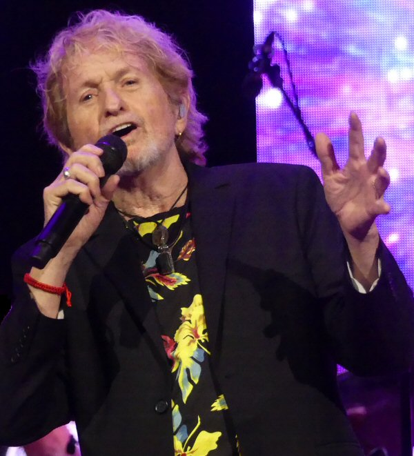 Jon Anderson Puts His Hands to Work at the Ryman